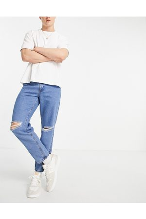ASOS Hombre Rectos - Classic rigid jeans in flat mid blue with knee rips