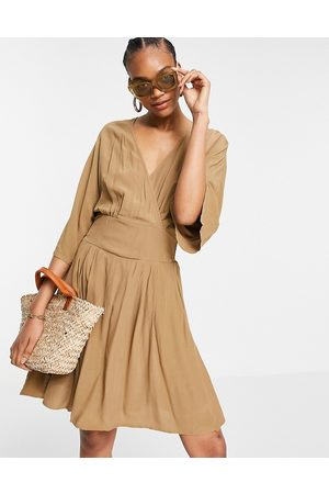 Y.A.S Mujer Cortos - Mini wrap dress with kimono sleeves in brown