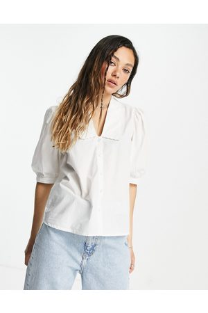 ONLY Mujer Blusas - Blouse with low neck and broderie detail in white
