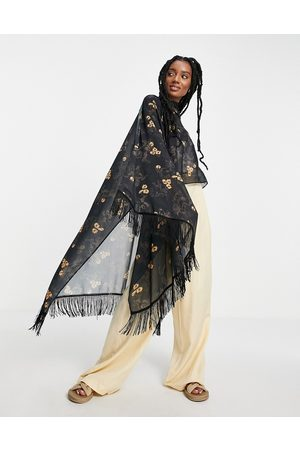 ASOS Mujer Ponchos y capas - Tassel cape in horse and flower print