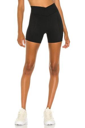 L*Space Carter bike shorts en color talla L en - Black. Talla L (también en S, M).