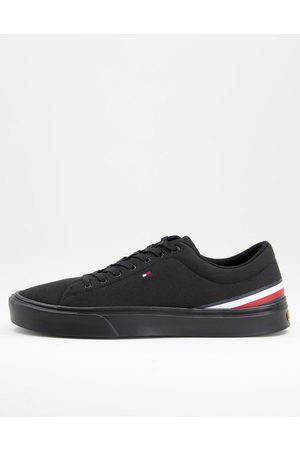 Tommy Hilfiger Lightweight trainer with small flag logo in black