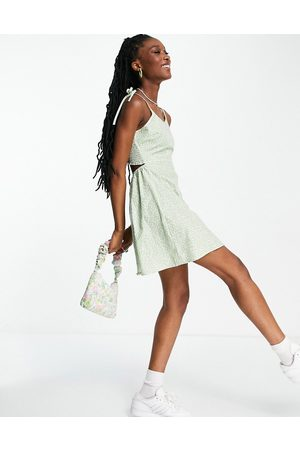Daisy Street Mini cami dress with tie straps in ditsy floral