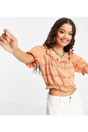 Pieces Cropped puff sleeve top in coral