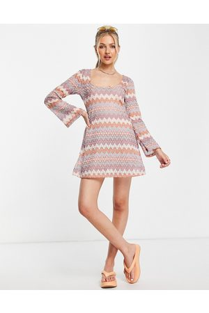 ASOS Mujer Cortos - Scoop neck long sleeve mini dress in crochet tonal brown zig zag