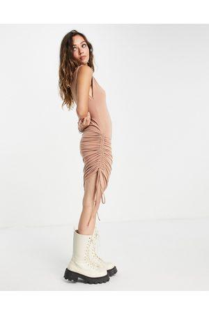 Noisy May Mujer Ajustados y entubados - Exclusive ruched bodycon mini dress in camel