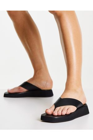 & OTHER STORIES Leather flatform thong sandals in black