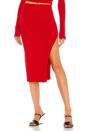 Cotton Citizen Falda melbourne en color rojo talla L en - Red. Talla L (también en XS, S, M).