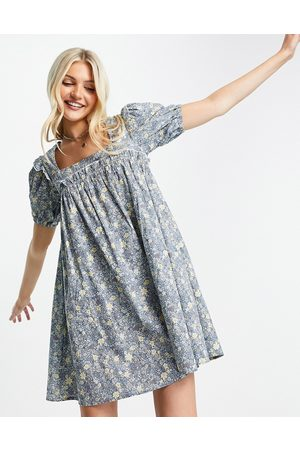 QED London Cotton poplin puff sleeve smock dress in ditsy floral