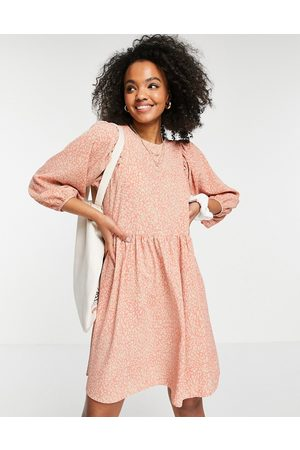 Pieces Recycled polyester smock dress in coral cracked print