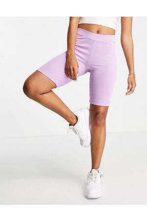Pieces Organic cotton ribbed legging shorts in lilac