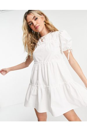 Influence Mujer Casuales - Tie sleeve tiered mini dress in white