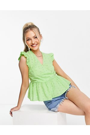Pieces Mujer Tops - Organic cotton peplum broderie top in lime green