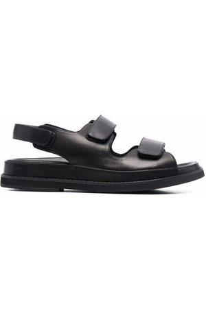 12 STOREEZ Touch-strap sandals