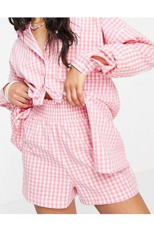 Influence Mujer Estampados - Beach shorts in pink gingham