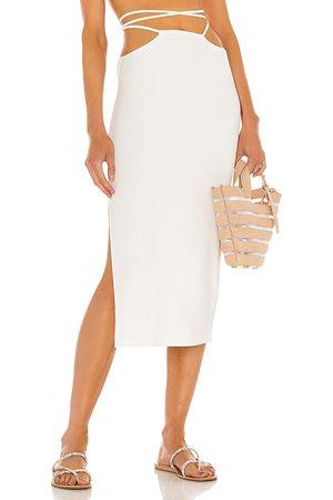 WeWoreWhat Falda en color blanco talla L en - White. Talla L (también en XS, S, M).