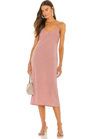 LINE & DOT Jeanie slinky midi slip dress en color rubor talla L en - Blush. Talla L (también en XS, S, M).