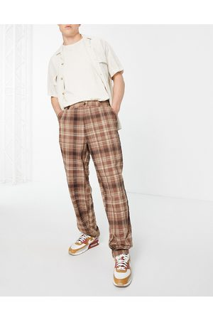 ASOS DESIGN Hombre Chinos - Baggy fit trousers in brown check