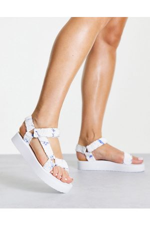 New Look Mujer Sandalias - Chunky flatform sandal in white floral