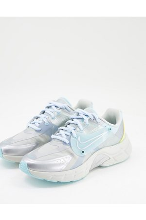 Nike Alphina 5000 Trainers in silver