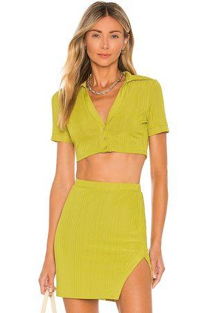 Camila Coelho Camisa recortada bennie en color verde talla L en - Green. Talla L (también en XXS, XS, S, M, XL).