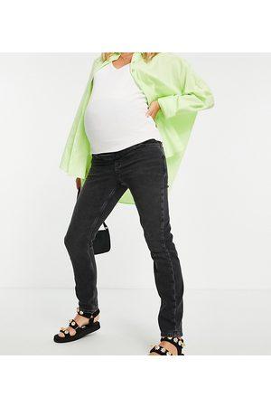 New Look Maternity Clean mom jean in black