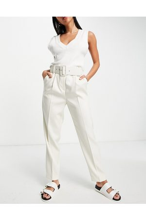 VERO MODA Belted waist cropped trousers in cream