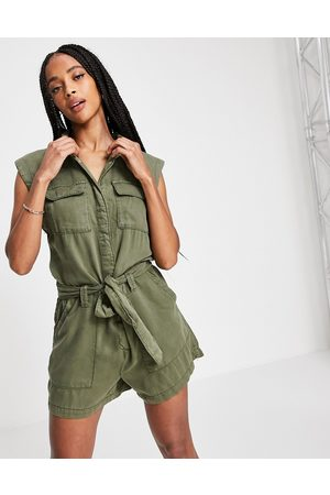 ONLY Mujer Cortos - Sleeveless utility playsuit in khaki