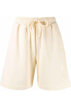 Nanushka Mujer Shorts - Shorts con logo bordado