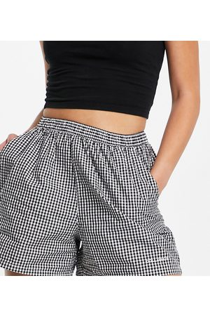 COLLUSION Boxer short in black and white gingham co