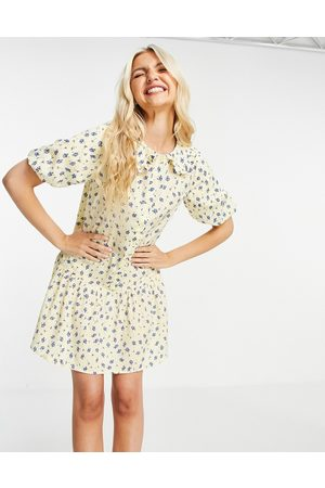 Influence Mujer Estampados - Mini dress with collar in yellow floral print