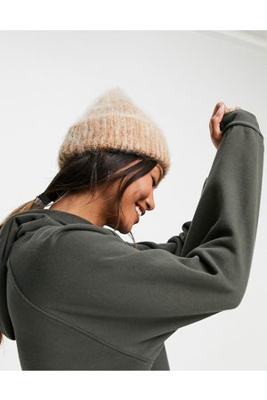 ASOS DESIGN Mujer Gorros - Two tone fluffy beanie in camel