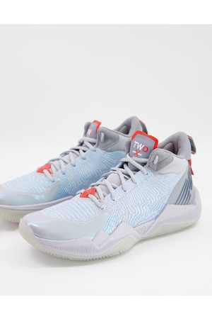 New Balance TWO WXY basketball trainers in silver chromatic
