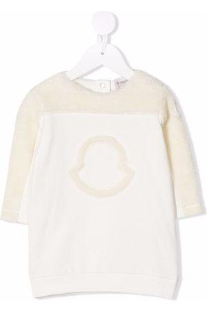 Moncler Suéteres - Vestido estilo suéter con detalle de logo
