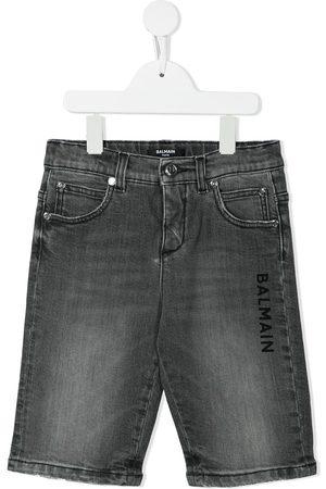 Balmain Niño Bermudas - Shorts de mezclilla con logo estampado