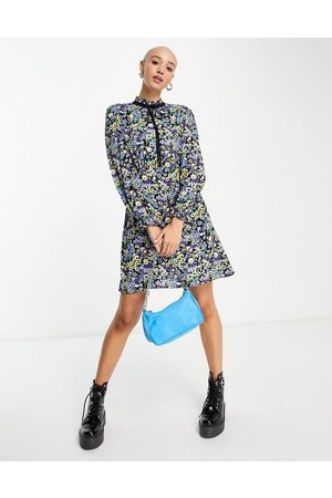New Look Tie neck mini smock dress in blue ditsy floral