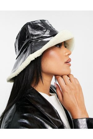Jayley Reversible faux shearling bucket hat in black and cream
