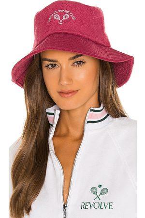 REVOLVE TENNIS CLUB Sombrero bucket hat en color ,wine talla all en - ,Wine. Talla all.