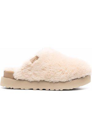 UGG Slippers de lana con plataforma