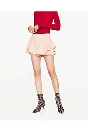 Mujer Shorts - Zara SHORT FLUIDO VOLANTES - Disponible en más colores